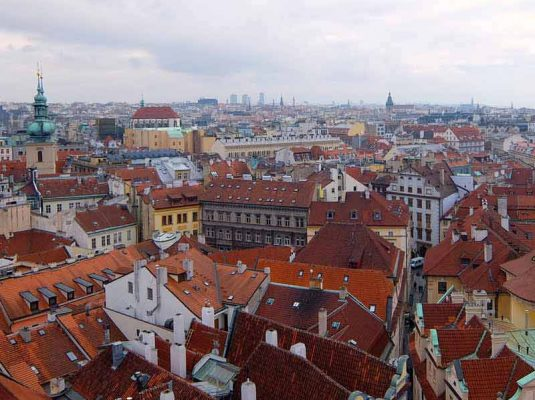 Ausblick über die Dächer von Prag - Link zum Reiseblog Detailjaeger
