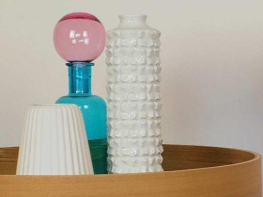 Wohnen-interior-blog- 3 vasen auf tisch, Wohnblog MoKoWo blog Berlin
