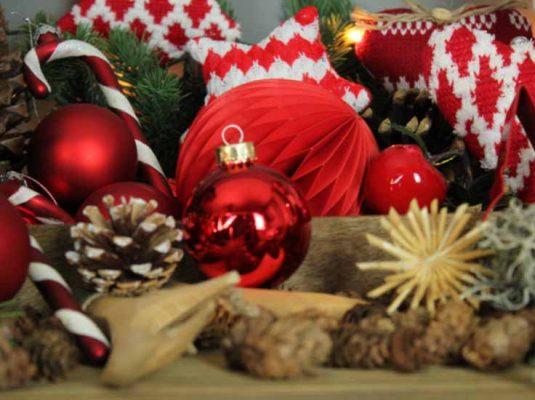 rote Weihnachtsdekoration-weihnachten-mokowo-lifetyleblog-beitragsbild