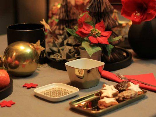 goldene Teller Weihnachten - goldene Platzteller - Bild mit Tischdeko an Weihnachten