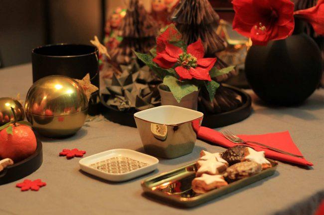Detail goldene Teller Weihnachten - goldene Platzteller - Bild mit Tischdeko an Weihnachten