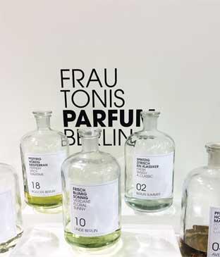 Bild von Parfum Frau Tonis Parfum Berlin auf der Fashionweek Berlin Januar 2017