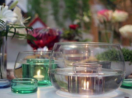 Valentinstag Deko Ideen - Bild mit Glasschalen und Kerzen - Beitragsbild