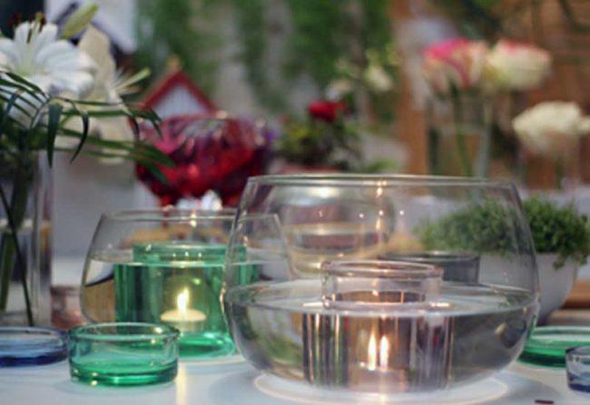 Bild mit Glasschalen und Kerzen - Beitragsbild zum Valentinstag