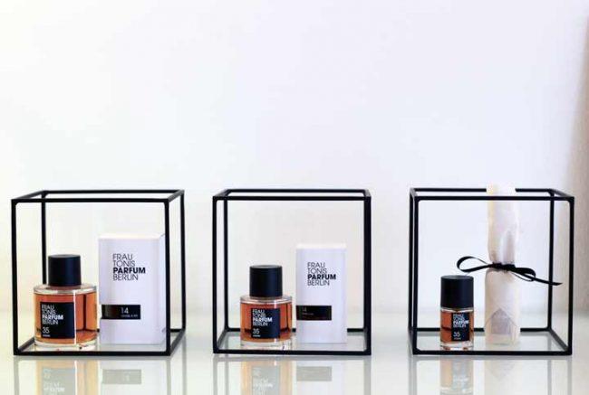 Bild mit 3 Parfum Flakons bei Frau Tonis Parfum Berlin