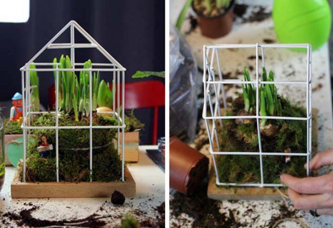 Bepflanzen des Gitterhauses mit Frühjahrsblüher und Trockenmoos als Frühlingstrend