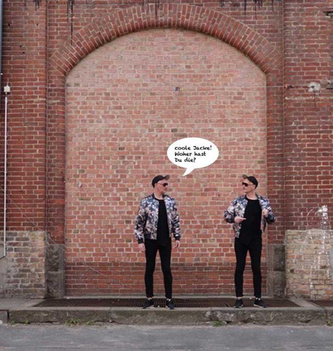 2 Männer vor Wand mit Modetrends auf dem Modeblog