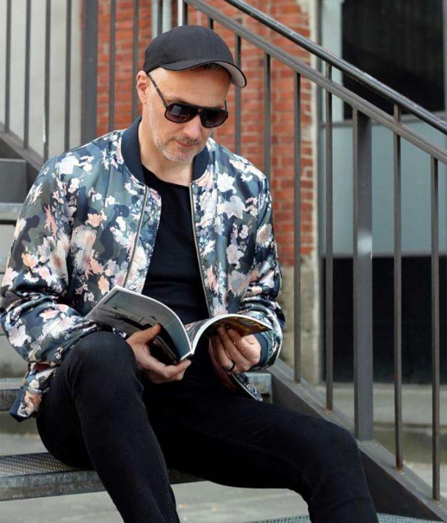 Mann mit asos Sommerjacke und Sonnenbrille - Modetrend 2017