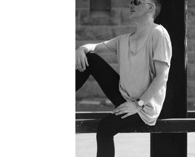 Bild mit Seniormodel aus belin - best age model - sitzend auf dem Modeblog für Männer MoKoWo