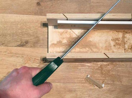 Beitragsbild Sockelleisten sägen Flur Renovierung wohnblog