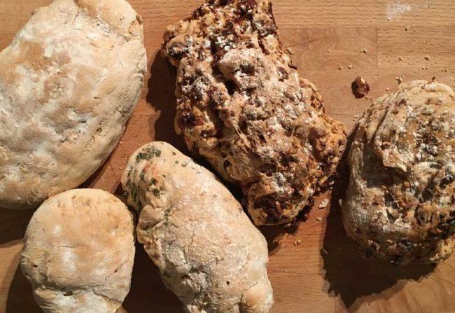 Einfaches Baguette Rezept zum selber backen, schnelles Rezept auf dem Kochblog Mokowo