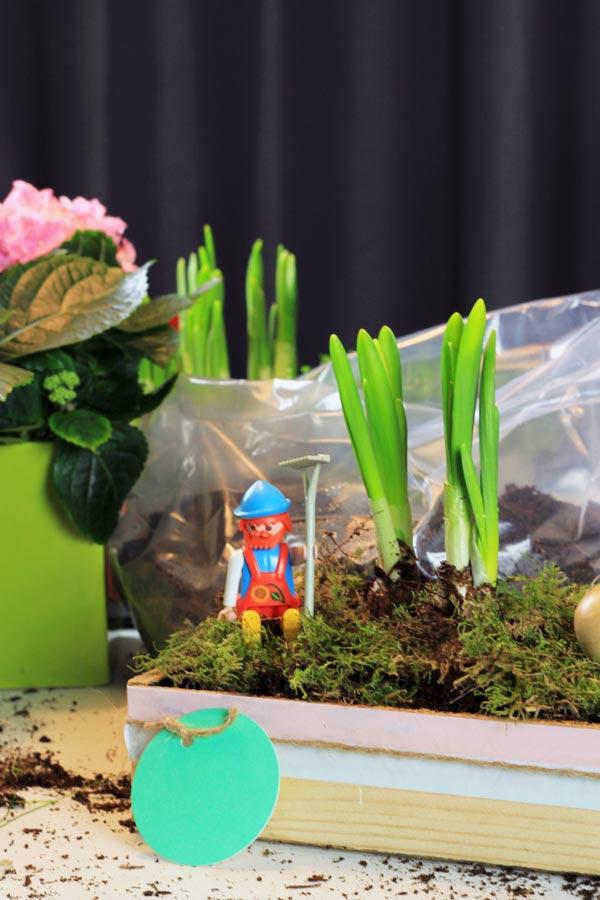 DIY Holzkiste mit Spielzeugfigur für eine tolle DIY Osterdeko