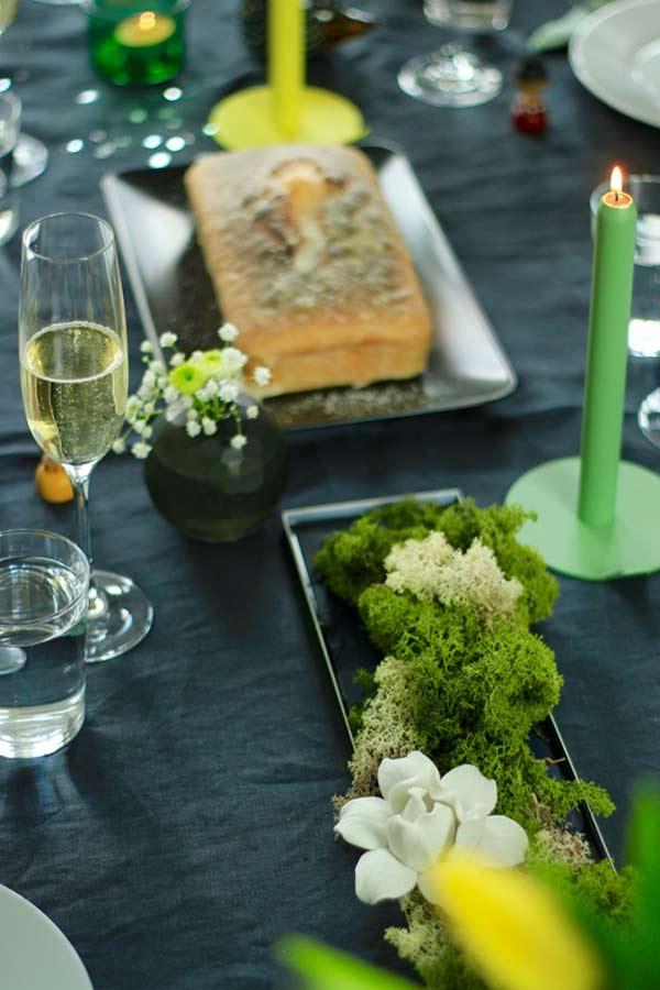 Tischdeko mit Designkerze, Islandmoos und Express Kuchen auf dem Backblog