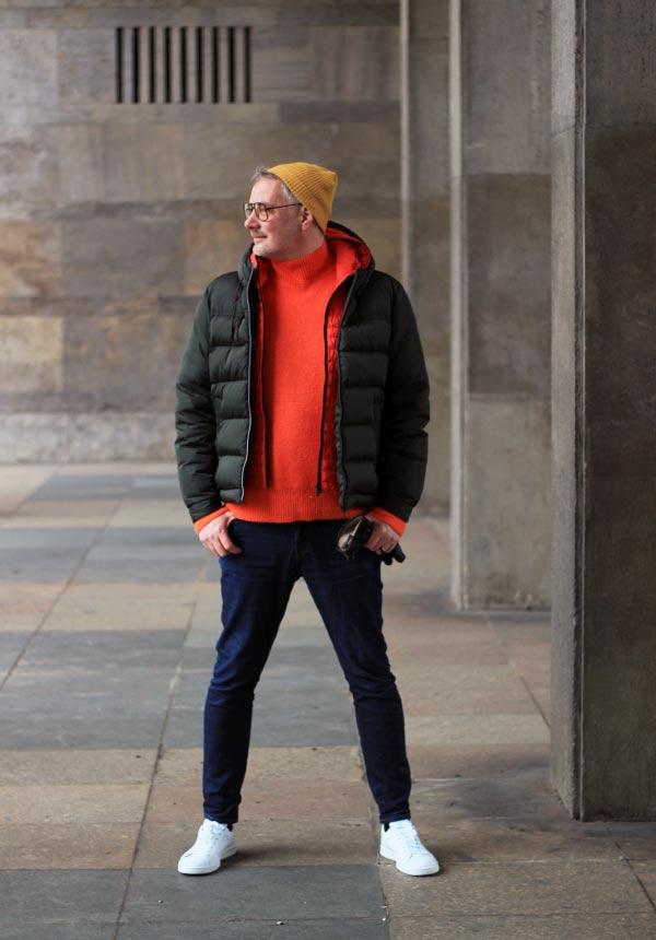 stylisches Herbstoutfit für den Mann mit der Trendfarbe Orange