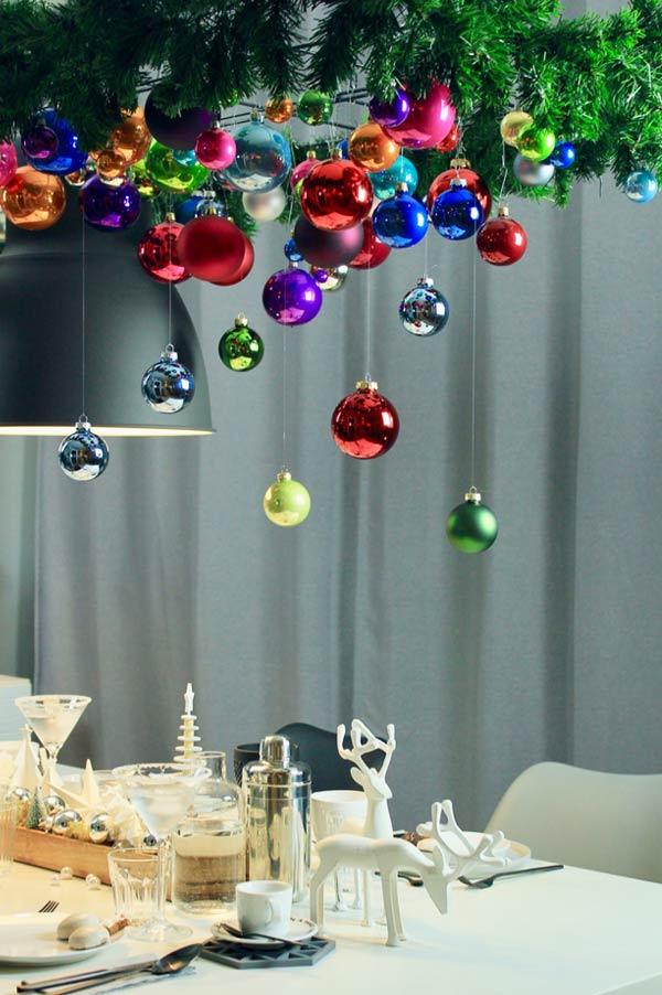 diy außergewöhnlicher weihnachtsbaum als hängende weihnachtsdeko über den esstisch an weihnachten