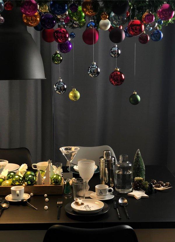 außergewöhnlicher weihnachtsbaum als hängende weihnachtsdeko über den esstisch an weihnachten 2018