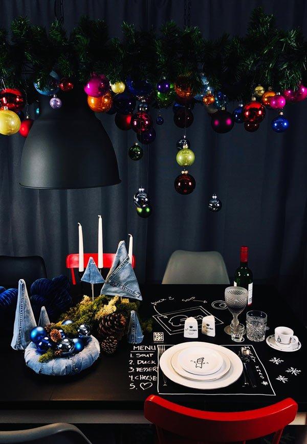 diy hängende weihnachtdeko als hängender weihnachtsbaum über der tischdeko - dekotrend 2018