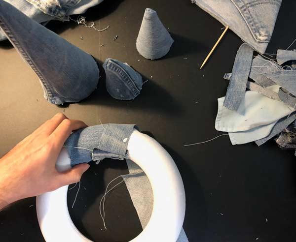 upcycling jeans adventskranz außergewöhnlich zum selbermachen