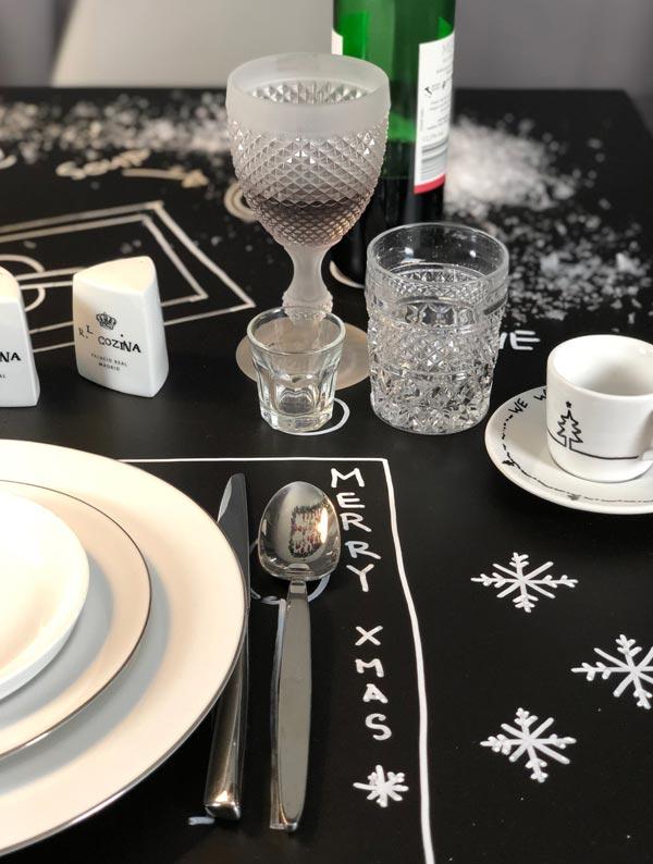 aufgemalte Tischdeko DIY zum selbermachen mit Tafelfolie