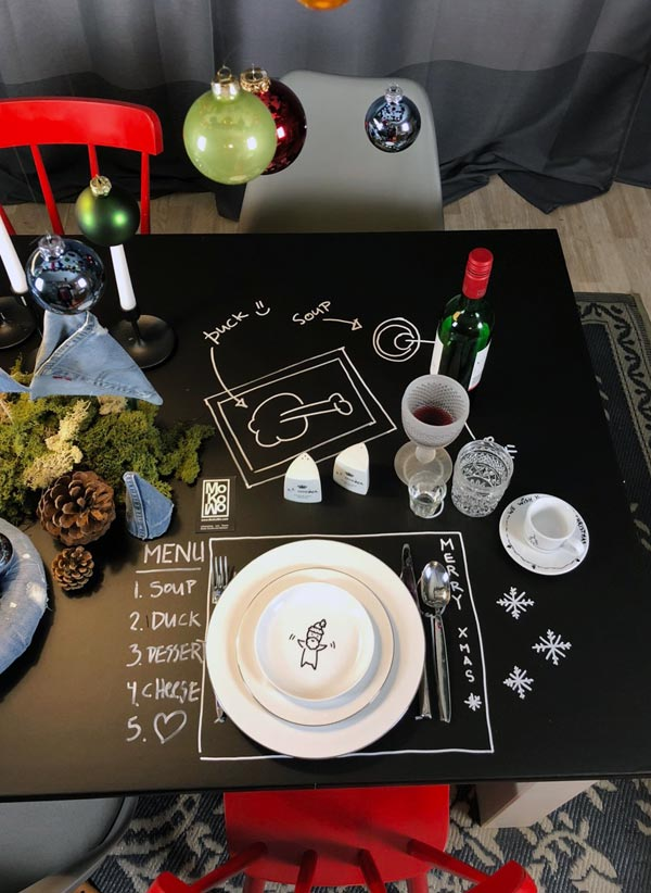 Tischdeko mit Kreide auf Tisch gemalt