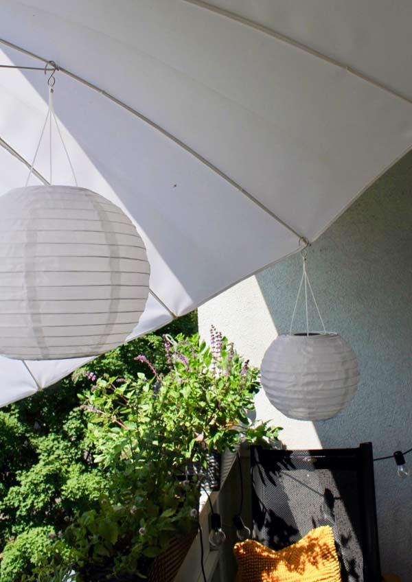 Sonnenschirm für den schmalen Balkon